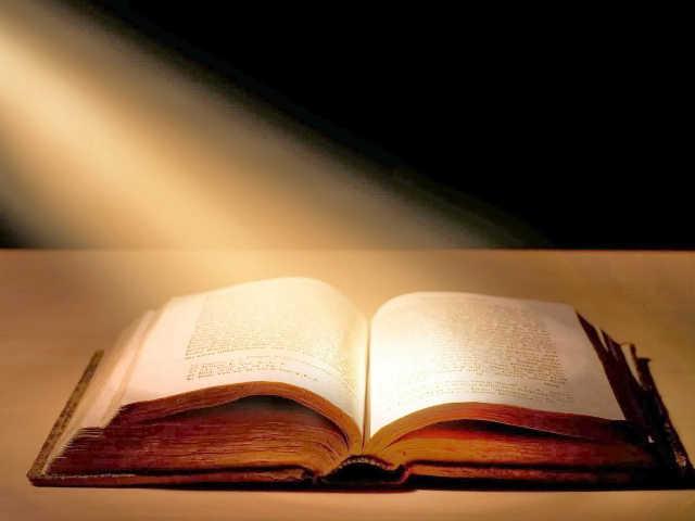 nyitott biblia