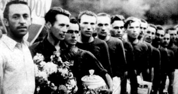2.ábra Az Ungvári Szpartak bajnokcsapata 1946-ban (Mihalina Mihály a negyedik jobbról) Forrás: http://fcgoverla.uz.ua