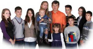 Gabriella, Miki, Henrietta, Georgina Leventével, Ferenc, Antónia, Józsi, Jancsi, Krisztina és Bogdán