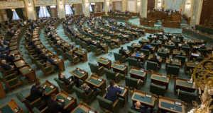 A román szenátus első ülése Bukarestben 2016. december 20-án. Ezen a napon megtartotta első ülését a december 11-én megválasztott román parlament mindkét háza. MTI Fotó: Baranyi Ildikó