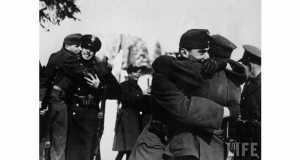Magyar és lengyel katonák találkozása a Vereckei-hágónál 1939-ben