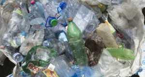 Összegyűjtött műanyaghulladék a Tiszai PET-kupa megnyitóján Dombrádon 2017. július 3-án. (MTI Fotó: Balázs Attila)